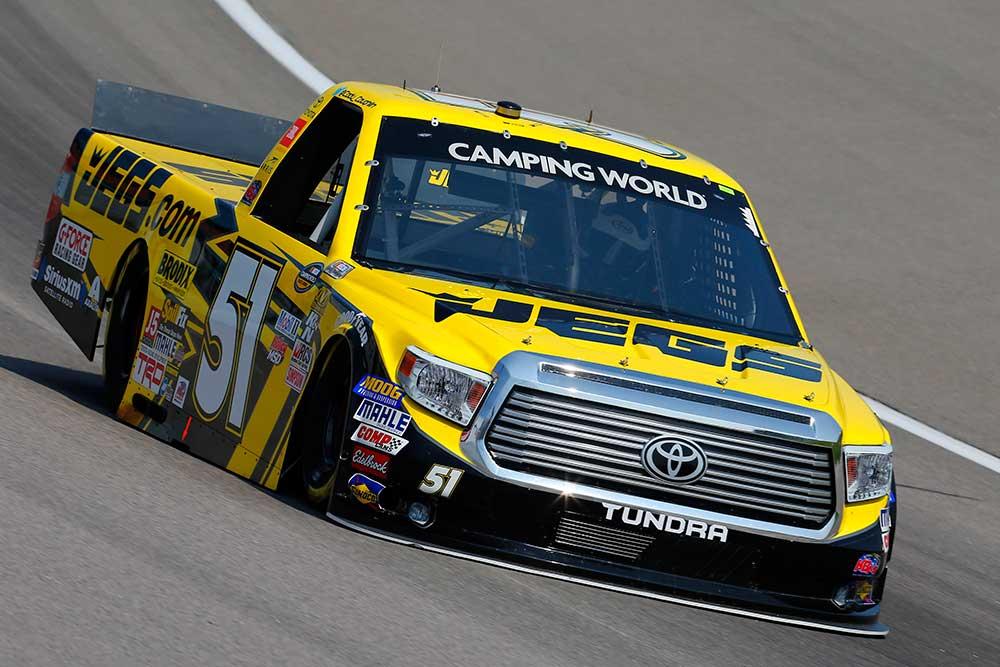 Эволюция NASCAR: от гоночных автомобилей до грузовиков
